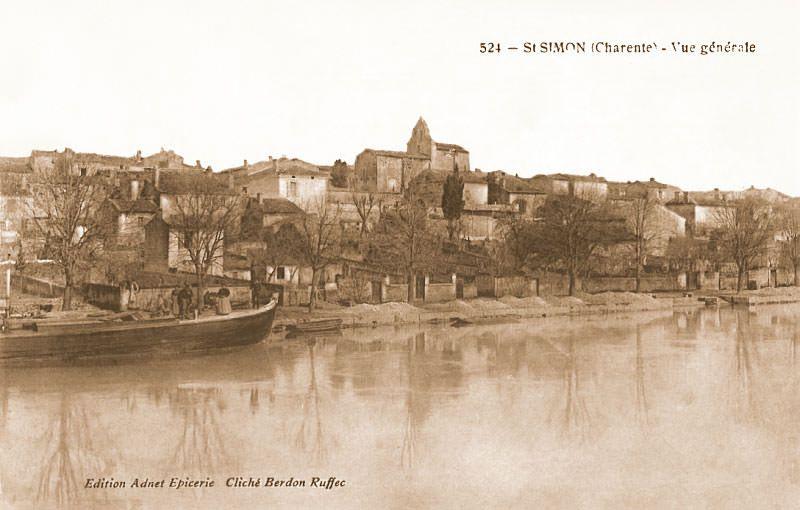 Ville De Saintes Bateaux Sur L Eau